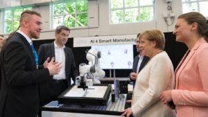 Einen Blick in die Zukunft der Arbeit konnten die Gäste anhand von vernetzt lernenden Robotern werfen.